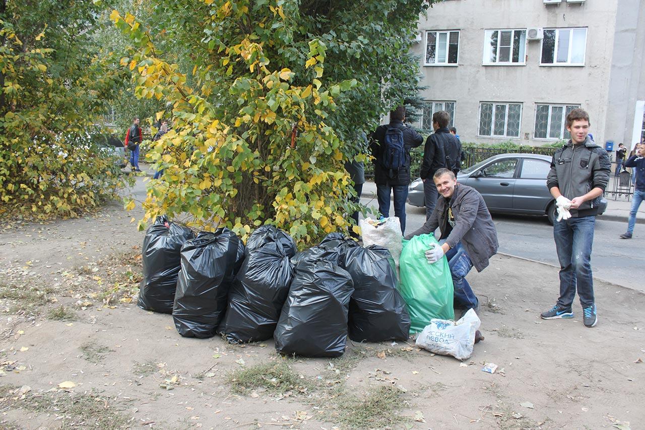 Студенты Липецкого металлургического колледжа участвовали в субботнике